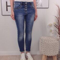 Classic Boyfriend Stretch Jeans