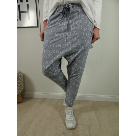 Italy Fashion Damen Harems Hose |Freizeit Jogg Pants mit tiefem Schritt | Aladin Sweat im Schrift Print all over Look