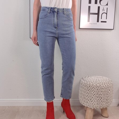 Cropped High Waiste Jeans- Straight Leg