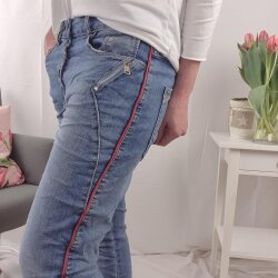 Karostar Boyfriend Jeans mit Deko Zippern und roten Streifen
