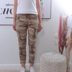 Camouflage Sweat Hose mit ausgefranstem Saum