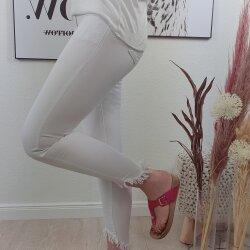 Skinny Jeans mit abgeschnittenen Beinen und Fransen