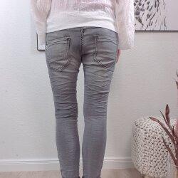 Boyfriend Jeans mir Nieten