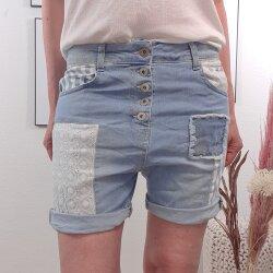 Coole Jeans Shorts mit Flicken und Spitze